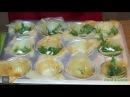 Креветки в корзиночке из теста фило, с рукколой и сметанным соусом
