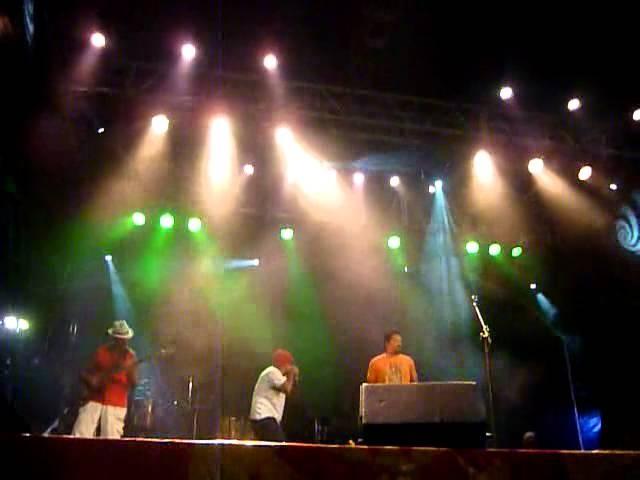20/02/2012 | Pácua e Via Sat no polo descentralizado de Chão de Estrelas | Carnaval do Recife