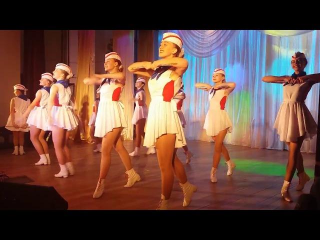 Танец образцового ансамбля барабанщиц Виват под песню Первым делом самолеты, на мероприятии Мы вместе