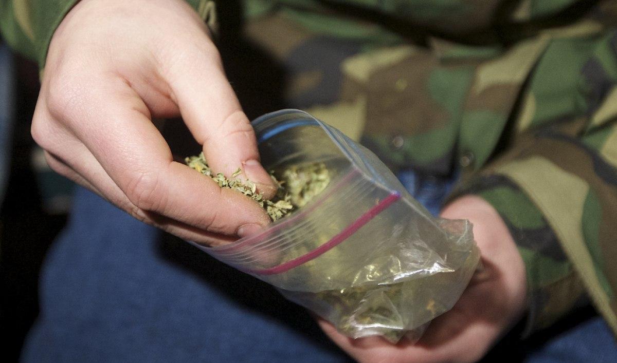 В Таганроге сотрудники полиции задержали 22-летнего парня за сбыт марихуаны