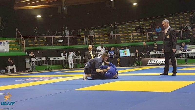 Blue Vinicius Liberati vs Fabricio Andrey / Rome Open 2018