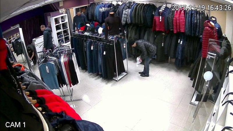 Камеры наблюдения сняли, как сахалинец-трансвестит обворовывал магазины