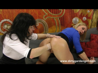 NikkiCurly & Dirtygardengirl fisting each other & lick asses [фистинг, анал, lesbian, anal, gape, prolapse]