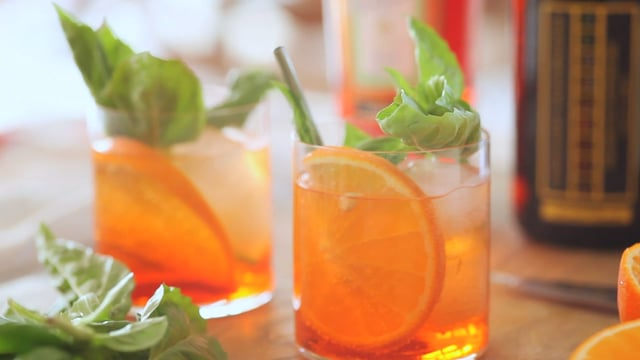 10 Second Living with Whitney A: How to Make an Aperol Spritz