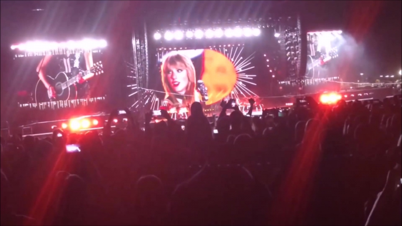 Taylor Swift - You Belong With Me (Live at Formula 1, Austin 2016)