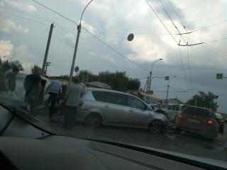 Последствия сильной аварии на улице Кирова