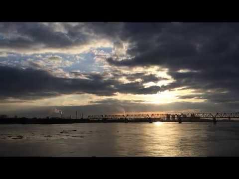 Закат солнца. Сумерки на реке Обь Набережная Новосибирска.
