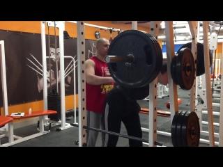 Два месяца тренировок и Александр в свои 15 лет приседает с весом 120 кг на 1 раз