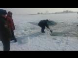 Lexus провалился под лед на Капшагае