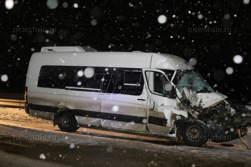 В Тульской области микроавтобус из Калмыкии попал в ДТП: пострадали четверо