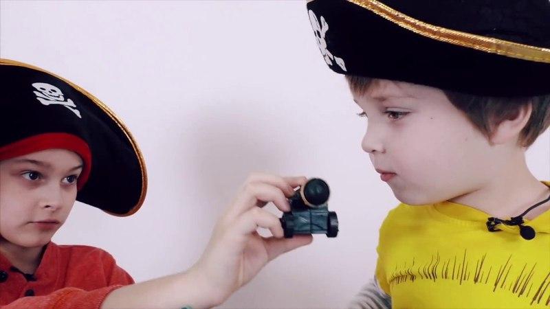 Мир мальчишек • ДАНЯ и ЭРИК играют в пиратов! Нападение акул и пиратский остров!