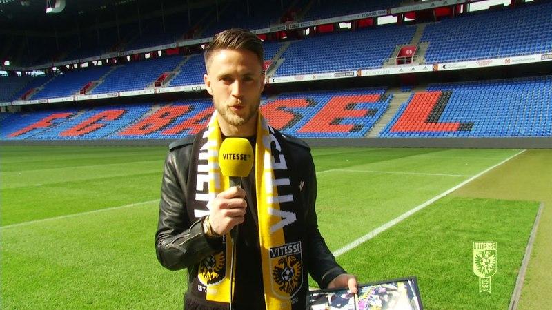 Бывший игрок Витесса Рики ван Вольфсвинкель получил памятный подарок от своего бывшего клуба