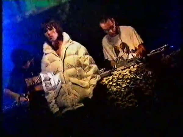 UNKLE the Scratch Perverts feat. Ian Brown - Be There (live at NME Tour, 1999)