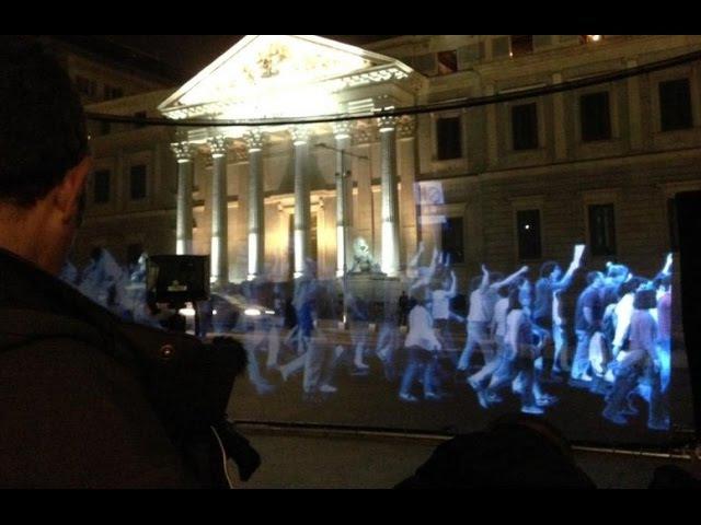 Miles de hologramas protestan frente al Congreso contra la ley mordaza