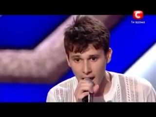 Парень, сирота, Николай Лесив спел в память о родителях Помолимся за родителей