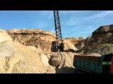 Погрузка песка. Tatra 815 S1 vs драглайн.