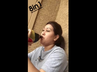 Девушка с аллергией на кофеин плачет, впервые пробуя Колу / Girl cries after tasting Pepsi for the first time