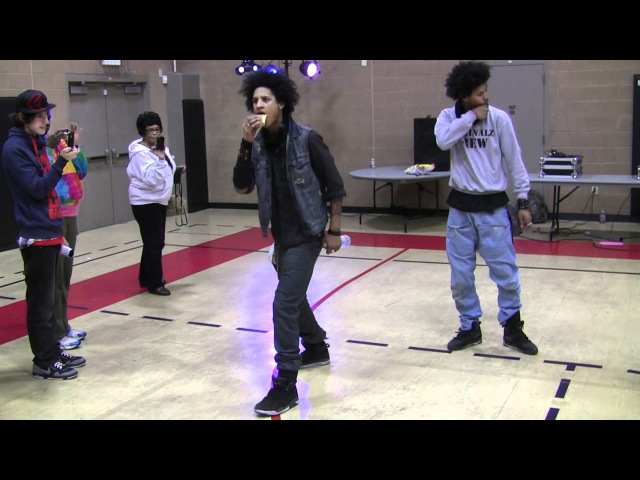 Larry from Les Twins KILLIN the beat and a hot dog at the same time!