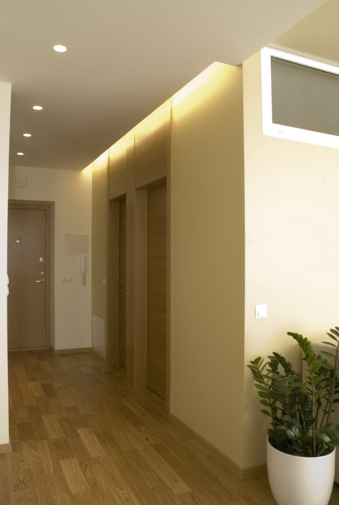 Дизайн квартиры 36,7 м с мини-спальней с окном.