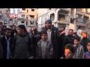 Слезы Захрана Алуша перед раненной женщиной, которая потеряла детей под бомбежкой.