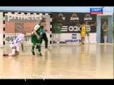 Спорный момент игры Дина-Динамо (удар локтем от Фернандао)