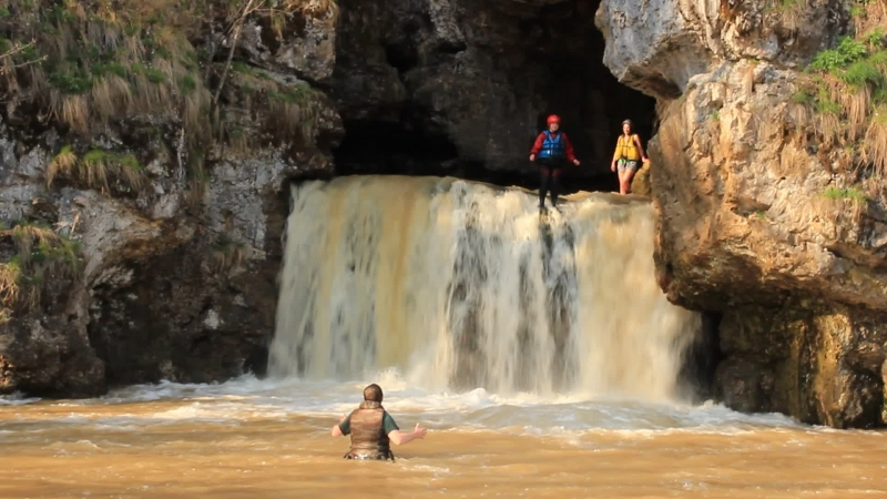 Прыги в водопад Атыш №3, р.Лемеза 3.05.2015 ДМ