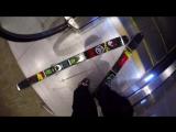 В лыжах по эскалатору