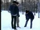 Гей клип. Поцелуй на снегу
