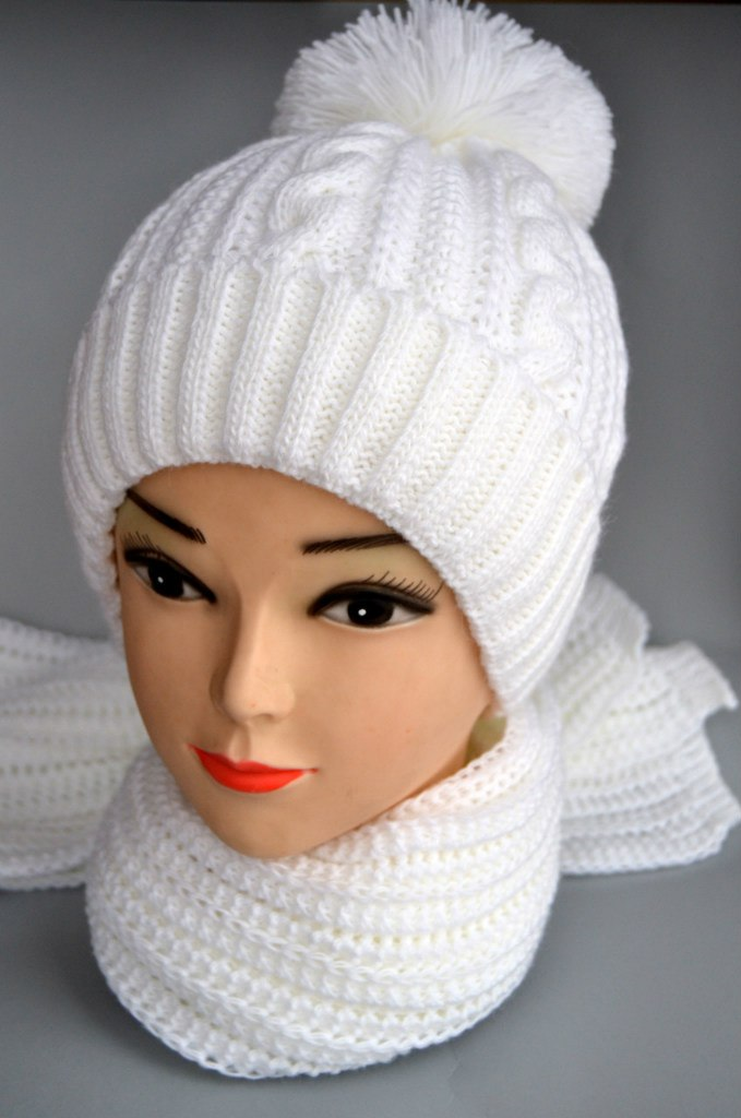Шапка зимняя вязанная фото