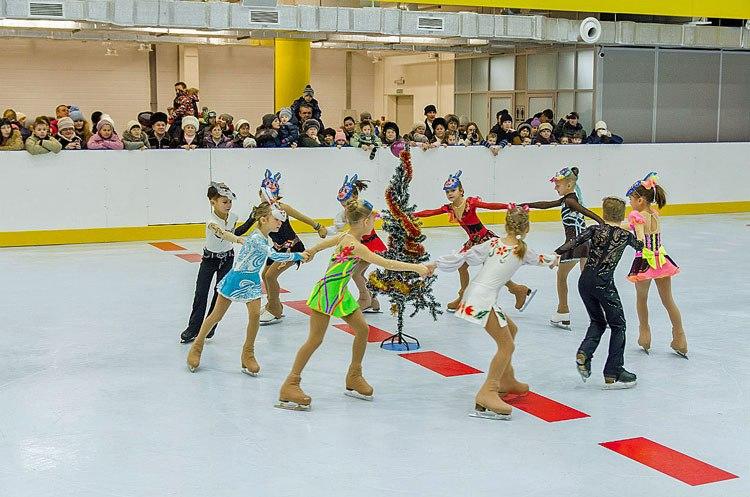Дети на синтетическом льду Супер-Глайд в Новосибирске