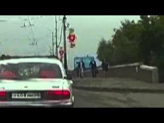 Очевидцы не дали  женщине утопиться в центре Омска