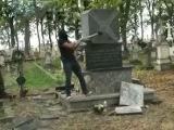 Пророссийские вандалы разбили памятник бойцам УПА в Польше