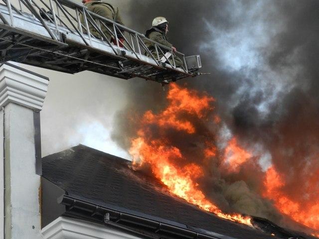 В Таганроге сгорел двухэтажный дачный дом