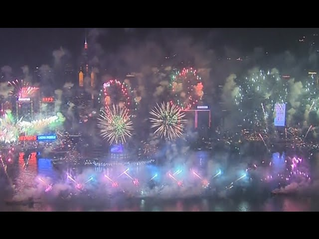Hong Kong bursts in spectacular New Year 2015 fireworks