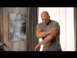 Отжимания на трицепс - диван вместо тренажера - Домашние тренировки с Денисом Семенихиным
