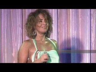 Жанна Фриске - на концерте случайно развязывается платье и выпадает грудь