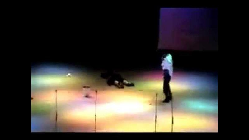 Косплей Наруто Саске и Итачи танцуют тектоник