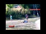 Шокирующее видео, снятое на камеру мобильного телефона, появилось на днях в Интернете