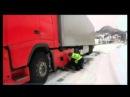 Kravas auto nokrīt no kraujas Norvēģijā