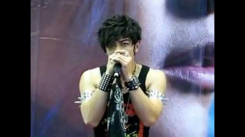 Wang Dong Chen I should love u live (взято с YouTube от zao wei)