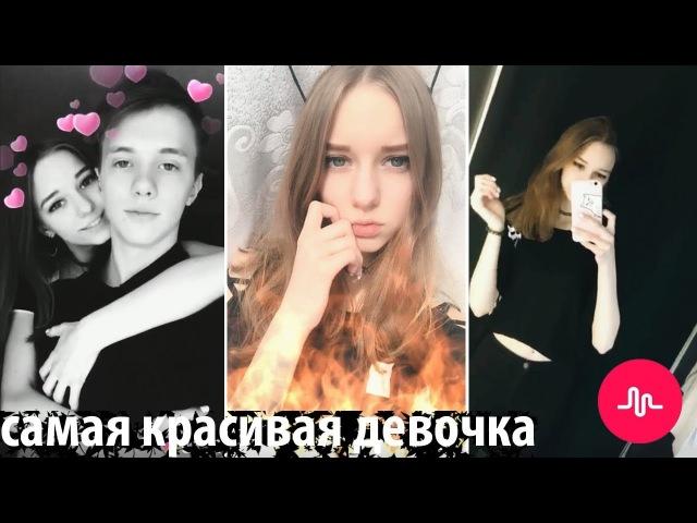 Красивая 15 летняя девочка танцует. Обаятельная школьница 15 лет танцует в примерочной