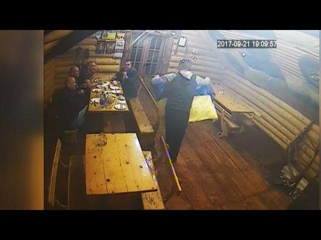 Ганебний випадок трапився в Коломиї. У кафе «Звенислава» зірвали синьо-жовті пр ...
