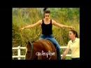 Cleo Pires e Milena Toscano em aula de montaria