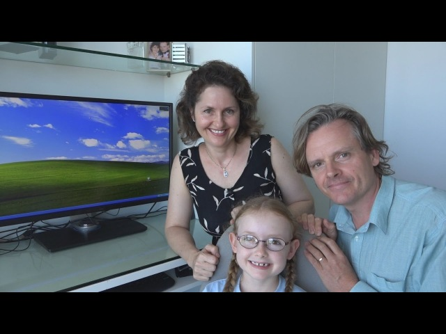 7 Year Old Tries Out Windows XP (2001) With Parents Watching