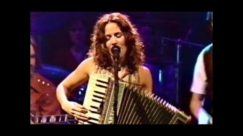 Sheryl Crow w accordion perform Dyer Maker (Official MTV Unplugged)