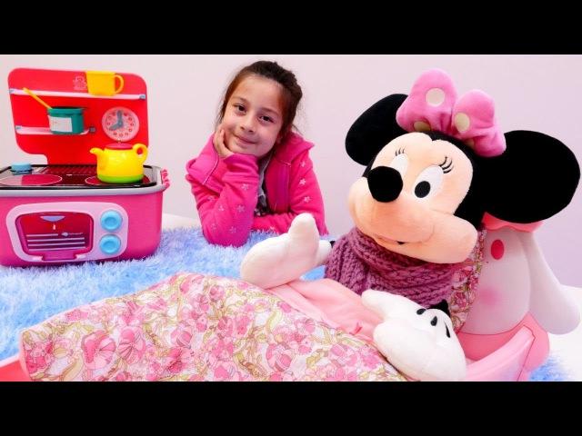 Hastalanmış Minnie Mouse için papatya çayı Evcilik oyunu