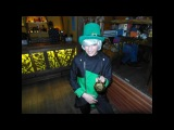 Танцующий лепрекон в Тики-баре - ирландский танец