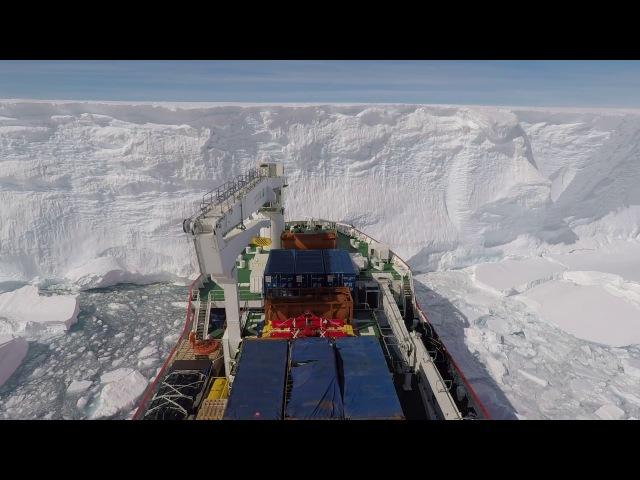 КОРАБЛЬ РАЗГРУЖАЕТСЯ В АНТАРКТИДЕ (SA Agulhas II making its way to the Antarctic ice shelf)