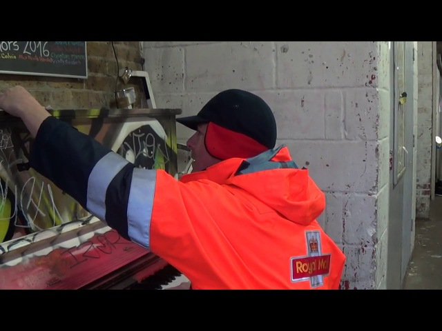Postman Astounds Girls With His Piano Skills