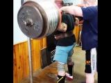 Тимур Гадиев приседает 330 кг на 3 раза